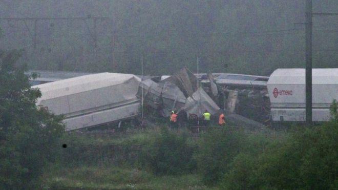 Train crash 'kills 33' in Democratic Republic of Congo
