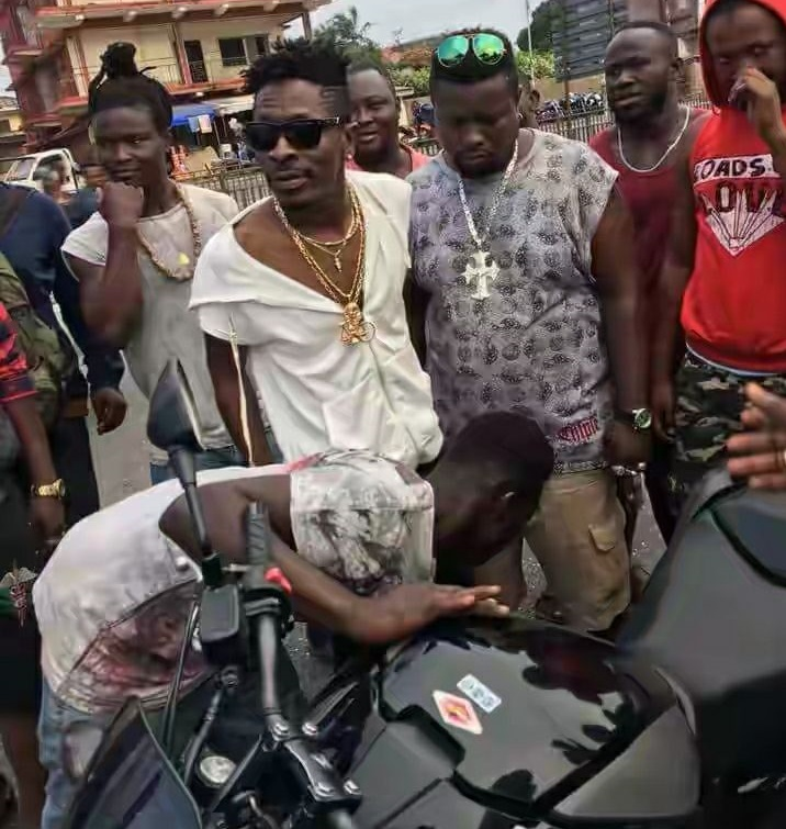 VIDEO: Shatta Wale fulfills motorbike promise to bodyguard he slapped at S-Concert
