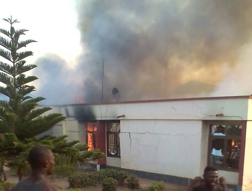 A/R: Fire razes down 6 bedroom apartment at Pankrono