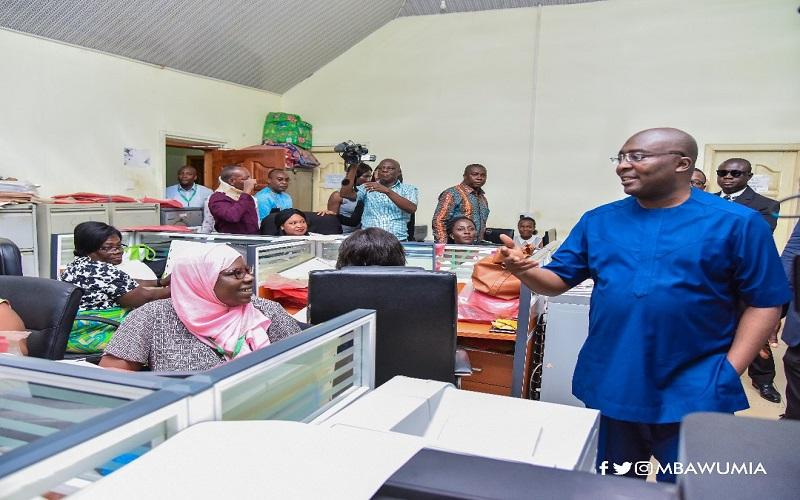 PHOTOS: Bawumia pays surprise visit to the Land Title Registration Dept
