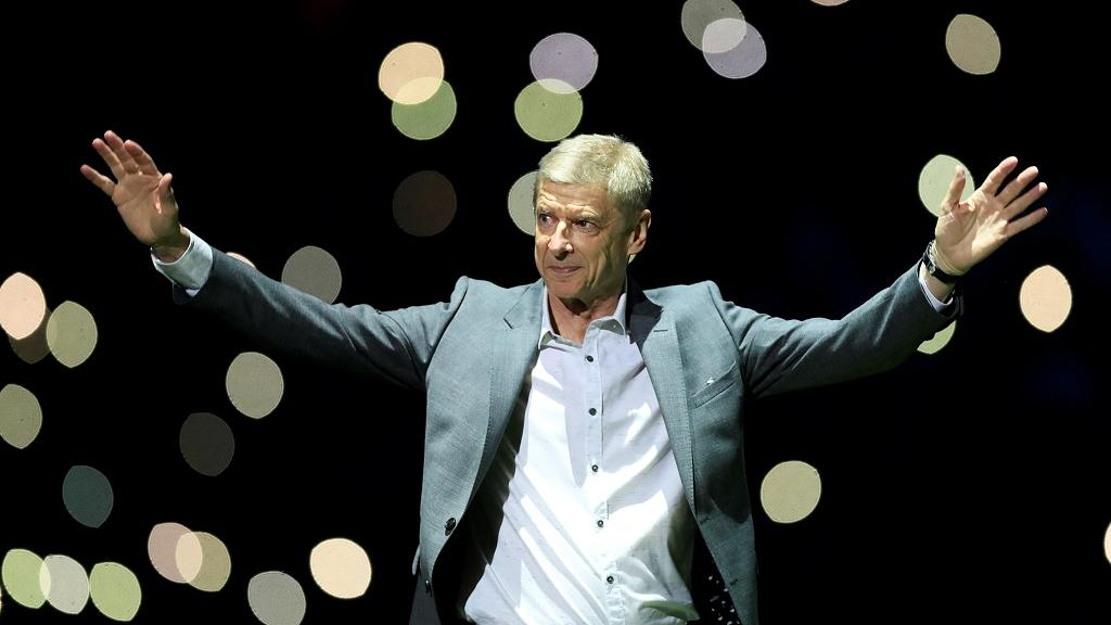 Ex-Arsenal coach Wenger given a hero's welcome in Liberia