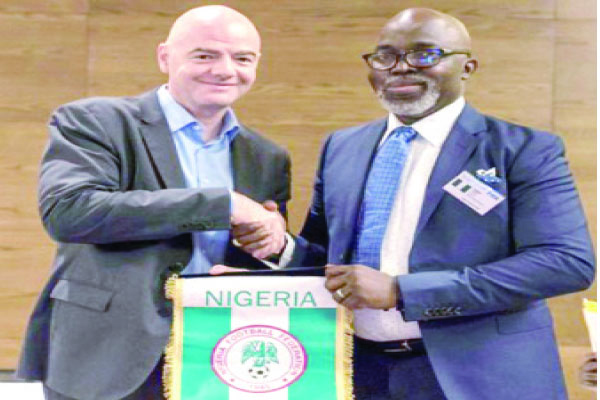 Infantino congratulates Pinnick on CAF Appointment