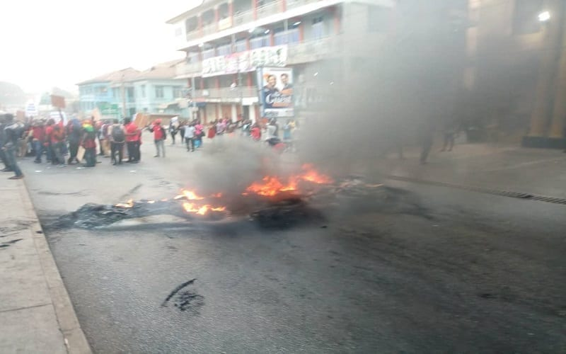 PHOTOS: Angry Menzgold customers burn tyres, block roads in Kumasi