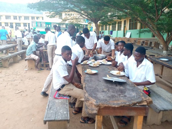 Oti Boateng SHS students dine in the open as contractor abandons site 3