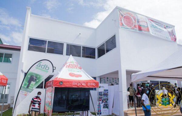 1D1F: Akufo-Addo commissions $16m tomato processing factory in Domfete. 52